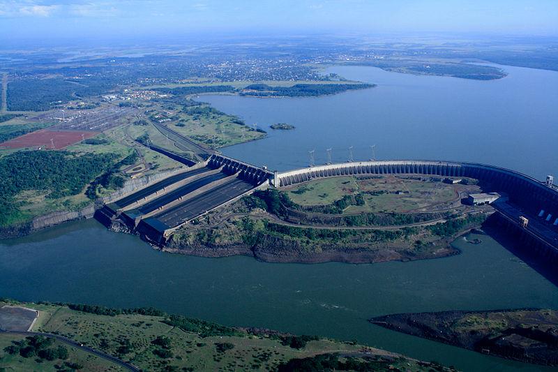 Presa hidroeléctrica de Itaipú. Crédito de la fotografía: Asociación Internacional de Hidroelectricidad (IHA).